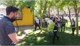Seyyar satıcı gençler gözaltına alındı