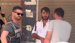 HDP önündeki ailelerce darp edilmek istenen kişi gözaltına alındı