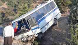 Tarım işçilerini taşıyan araç kaza yaptı: 17 yaralı