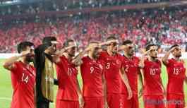 UEFA, 'asker selamı'na soruşturma başlattı