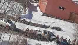 Bingöl'de evlere baskın: 'kamp var' denilerek evin içi kazıldı