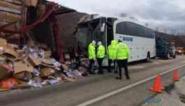 Otobüs TIR'a çarptı: 31 yaralı