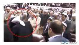 Video | Adalet Bakan Gül, tarikat liderinin elini öptü!