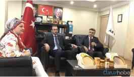 AKP'li başkanın tek hizmeti: Gelene gidene bal ikram etmek