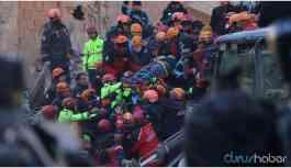 Yan yana çöken iki binanın enkazından 6 kişi kurtarıldı