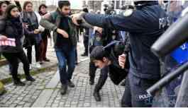 Zamları protesto eden öğrencileri joplayan polislerden biri açığa alındı!