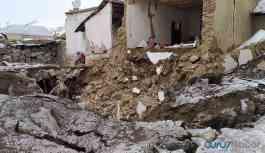 İran sınırında deprem... Bakan Soylu: Van'da 3'ü çocuk 7 kişiyi kaybettik