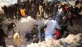 Van'da ikinci çığ felaketi: 50 kişi çığ altında kaldı!
