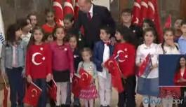 Erdoğan, sosyal mesafesiz İstiklal Marşı'nı okudu