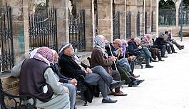 65 yaş üstü vatandaşların izin saatleri değişti