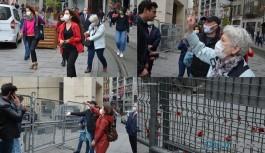 Cumartesi Anneleri kendilerine yasaklanan Galatasaray'a karanfiller bıraktı