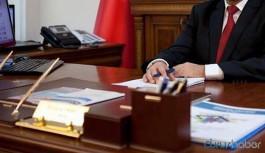 AKP'den yeni düzenleme: Bakan yardımcısı, vali ve genel müdür görevden alınsa da aynı maaşı alacak