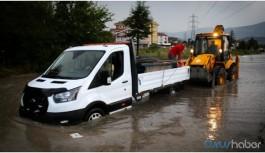 İzmir ve Kütahya'da sağanak yağış hayatı felç etti