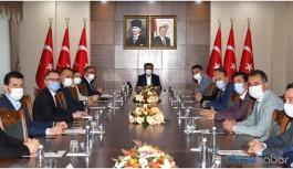 Kayyım AKP'lilerle vedalaşmadan gitti