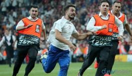UEFA Süper Kupa final maçında sahaya atlayan YouTuber'a büyük şok