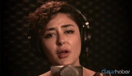 800. haftada Melek Mosso Cumartesi Anneleri için şarkı seslendirdi