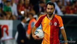 Galatasaray'ın kaptanı Selçuk İnan futbol kariyerini noktaladığını açıkladı