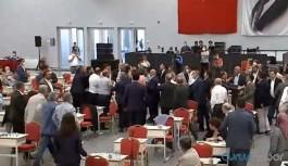 İBB Meclisi'nde 'FETÖ' gerginliği: Kolonya ve su bardakları havada uçuştu