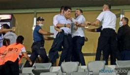 Seyircisiz maçta tribünde tekme tokat kavga