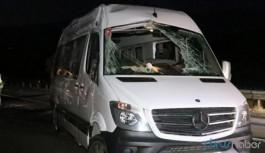 Cenazeye gidenleri taşıyan minibüs devrildi: Çok sayıda yaralı var