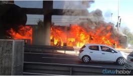 Seyir halindeki metrobüste yangın çıktı