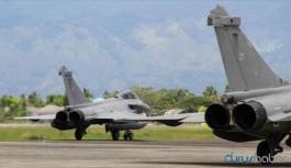 Savaş uçakları Kıbrıs'a indi
