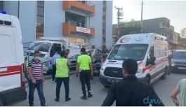 Kamyonet emniyetin beton bariyerlerine çarptı: 2 yaralı