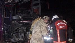 Yolcu taşıyan otobüsü devrildi: 32 yaralı