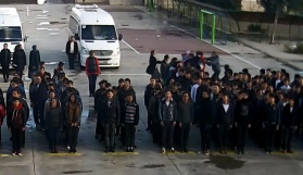 Öğrenciler öğretmene saldırdı
