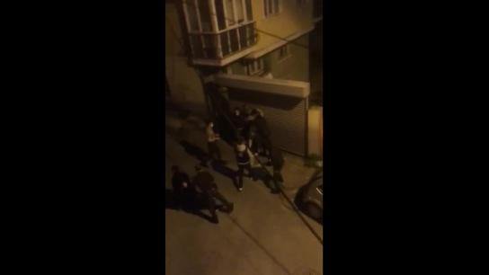 Kolluk şiddeti durmuyor! Eyüp'te ekmek almaya dışarı çıkan vatandaşa polis ve bekçilerden meydan dayağı!
